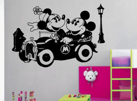 Vinilo decorativo Infantiles Mickey y Minnie en coche retro