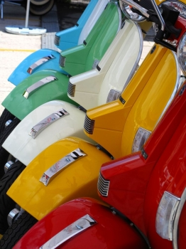 Vespas_colores_muralesyvinilos_22983684__Monthly_XL.jpg