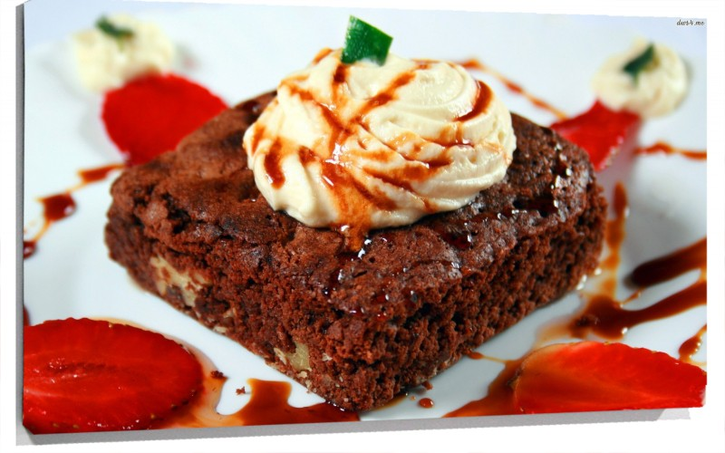 950673_strawberry-chocolate-cake.jpg