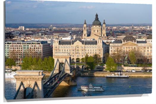 Budapest_muralesyvinilos_40595248__Monthly_XXL.jpg