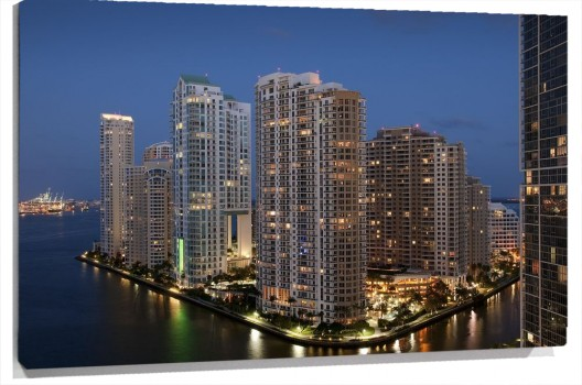 Downtown_Miami_muralesyvinilos_32137472__Monthly_XL.jpg