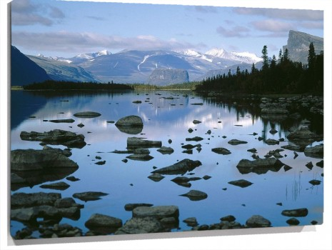 Laitaure_Lake_Sarek_National_Park_Sweden.jpg