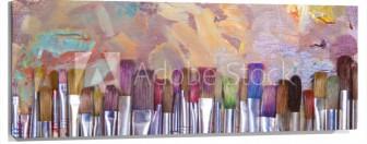 Lienzo Brochas de distintos colores con fondo pintado