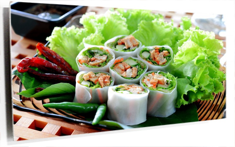 950671_shrimp-rolls-on-lettuce.jpg