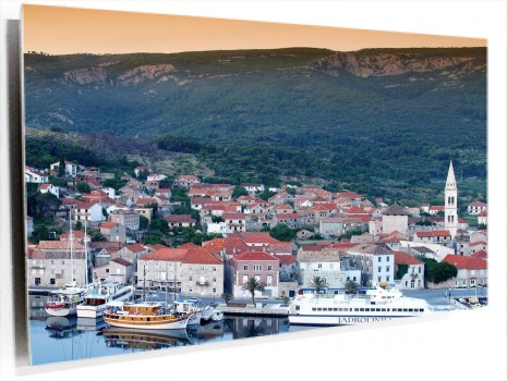 Port_of_Jelsa,_Hvar_Island,_Croatia.jpg